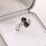 Fehér arany gyűrű fekete-fehér gyémántokkal (Au660GT)