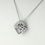 Fehér arany medál fekete gyémántokkal (Au804GT)